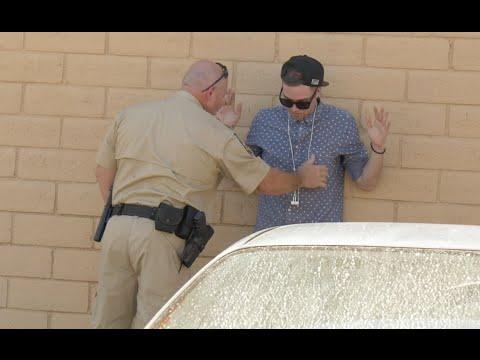 【米国発!Breaking News】マジシャンが警察官に「大麻買わない?」 とんだ悪戯動画が大ブレイク。(NY州)