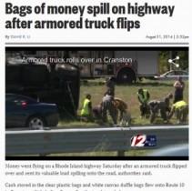 【米国発!Breaking News】現金輸送車がスリップで横転。現金収納袋あちこちに散乱。(ロードアイランド州)