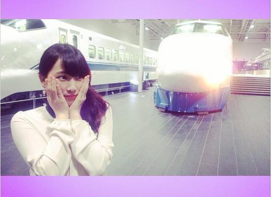 """【エンタがビタミン♪】松井玲奈が""""鉄女""""ぶり全開。「大好きな新幹線のお仕事」でうっとり。"""