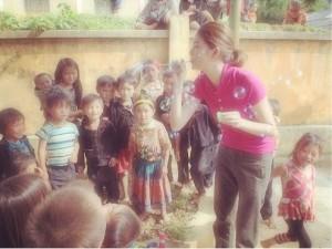 森星のシャボン玉を不思議そうに見る子どもたち(画像はinstagram.com/xxhikarixxより)