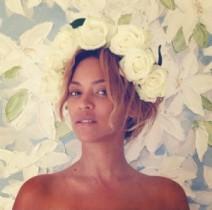【イタすぎるセレブ達】ビヨンセ、すっぴんに花の冠が超メルヘンチック!