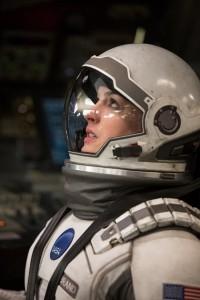 人気女優アン・ハサウェイも出演する話題作『インターステラー』。(C)2014 Warner Bros. Entertainment, Inc. and Paramount Pictures. All Rights Reserved.