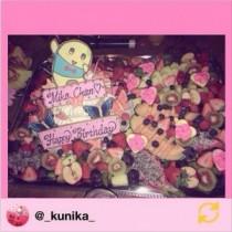 """【エンタがビタミン♪】蜷川実花に贈られた、""""ふなっしー""""ケーキが素敵。賑やかな果物の中で「ヒャッハー」!"""