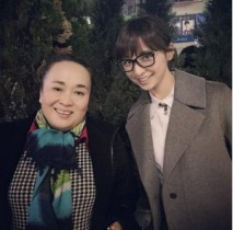 【エンタがビタミン♪】篠田麻里子が舞台『天使猫』の渡辺えりとツーショット。宇梶剛士など出演者と会食を楽しむ。