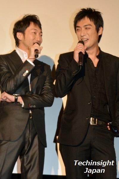 ベイブルースを演じた 浪岡一喜(左)と趙たみ和(右)