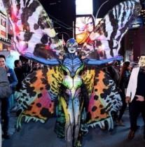 """【イタすぎるセレブ達】ハイディ・クルム、さすが""""ハロウィン・クイーン""""! 今年はリアルな蝶に。"""
