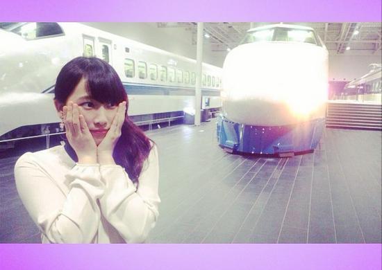 リニア・鉄道館を訪れた松井玲奈。(画像は『instagram.com/renamatui27』より)