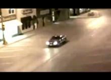 【海外発!Breaking News】米・CCTVに衝撃映像。閃光とともに1台の車が突然消える。<動画あり>