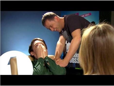 """【イタすぎるセレブ達】ジェニファー・アニストン""""ディーヴァぶり""""発揮!? リポーターが半泣きに。<動画あり>"""