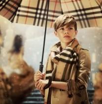 【イタすぎるセレブ達】ベッカム家の新スターは次男か? バーバリーのモデル姿が美しすぎる!