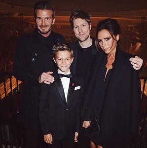 ベッカム夫妻、自慢の息子と共に(画像はinstagram.com/burberryより)
