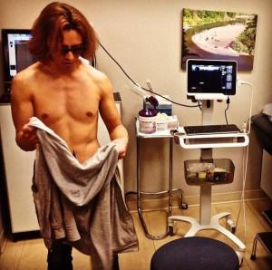 【エンタがビタミン♪】YOSHIKIが筋肉を痛め病院へ。それでもなお、マリリン・マンソンとコラボする多忙ぶり。