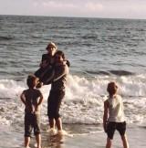 【イタすぎるセレブ達】ブリトニー・スピアーズの息子たち、母の新恋人と親子同然に仲良く!