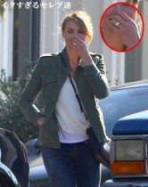 【イタすぎるセレブ達】キャメロン・ディアスの左手に注目。ベンジー・マッデンから貰った婚約指輪か?