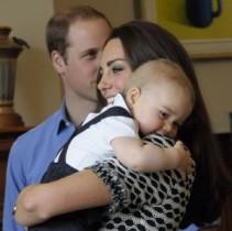 【イタすぎるセレブ達】英ジョージ王子1歳、サンタさんと対面して大喜び。