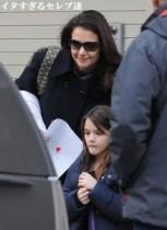 【イタすぎるセレブ達】ケイティ・ホームズ、過保護な母を自覚。「娘の友達について情報を集めるの!」