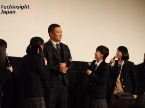突然登場した田中将大選手に質問攻めのももクロ。