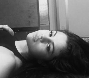 """【イタすぎるセレブ達】セレーナ・ゴメス、モスクでの""""足首チラ見せ写真""""に批判の声噴出!"""