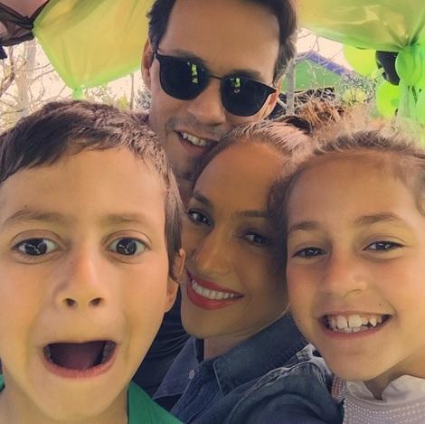 【イタすぎるセレブ達】ジェニファー・ロペスの双子の子が7歳に。元夫マークも加わり「Party Time!」