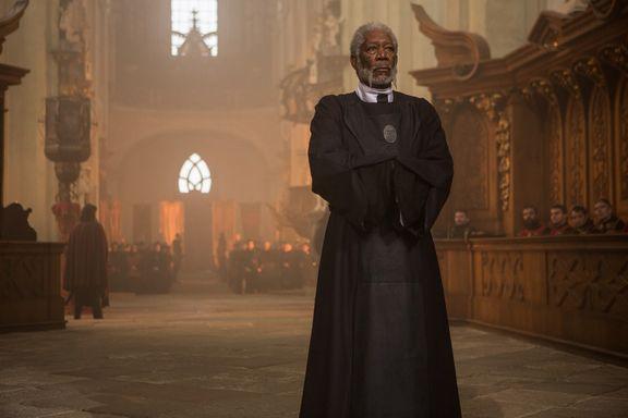 映画『LAST KNIGHTS / ラスト・ナイツ』より荘厳な教会のシーン(C)2015 KIRIYA PICTURES