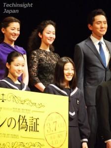 『ソロモンの偽証』の完成披露試写イベントで左上から尾野真千子、黒木華、松重豊、左下から藤野涼子、石井杏奈。