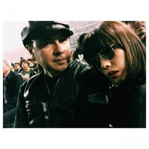 【エンタがビタミン♪】仲里依紗、KISSのライブに親子で参戦。父親とのツーショットに「ナイス親子」の声も。