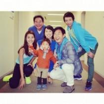 """【エンタがビタミン♪】石田純一・理子夫妻に壱成も。すみれの投稿した""""家族写真""""が「温かい」と憧れの的に。"""