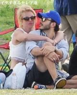 【イタすぎるセレブ達】ブリトニー・スピアーズ、恋人と息子のサッカー応援に。昨年も見たような…?