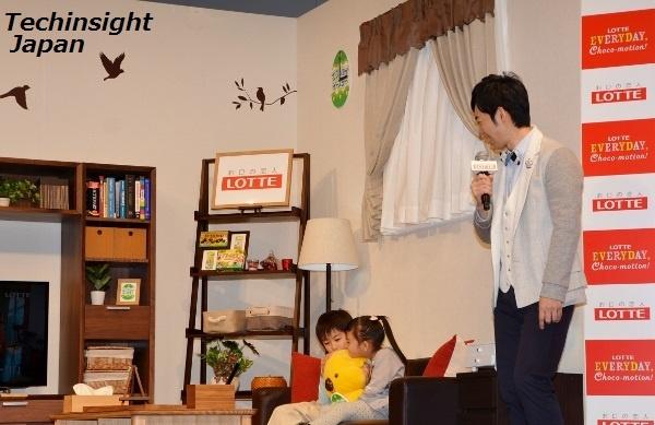"""【エンタがビタミン♪】東貴博、""""汗ふき""""は万札からよだれかけに!? 愛娘・詩歌ちゃんとの初抱っこ2ショットを披露。"""