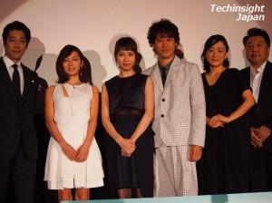 映画『駆込み女と駆出し男』の完成披露試写会で。左から堤真一、内山理名、戸田恵梨香、大泉洋、神野三鈴、原田眞人監督。