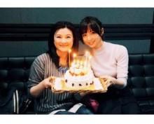 【エンタがビタミン♪】篠田麻里子と島崎和歌子がツーショット。誕生日ケーキに笑顔。