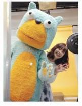 【エンタがビタミン♪】高橋愛がムッシュ熊雄とツーショット。新CMの撮影で名コンビが共演。
