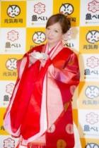 """【エンタがビタミン♪】辻希美が""""十二単""""姿で元気寿司の審査員に。「着飾ったのは、ミニモニ。以来12年ぶり」"""