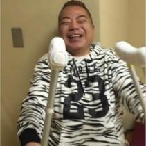 """【エンタがビタミン♪】出川哲朗の""""骨折""""姿をナイナイ・岡村が公開。「リアルヤバイヨ」と心配される。"""
