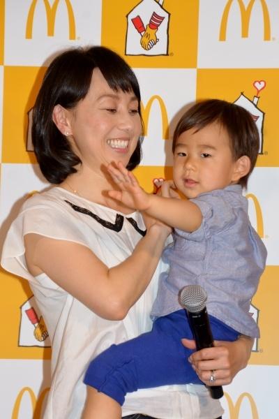 【エンタがビタミン♪】石田純一・理汰郎くん親子、普段は履かない靴下でペアルックを披露。「お揃いで照れくさい」