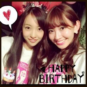 【エンタがビタミン♪】小嶋陽菜の誕生日を板野友美がお祝い。ツーショットにファンも「可愛い!」「やばい!」