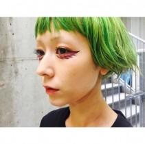 """【エンタがビタミン♪】木村カエラ、個性的なヘアカラーは""""セルフで実施""""。""""緑色だけど緑は使わない""""美容師顔負けの技術に驚き。"""
