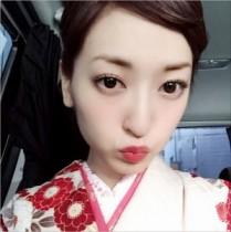 【エンタがビタミン♪】神田沙也加が総理主催『桜を見る会』で着物姿披露。髪を暗くして一瞬だけイメチェン。