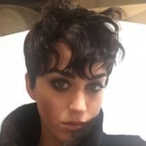 【イタすぎるセレブ達】ケイティ・ペリー、美髪をバッサリ!? 超ショートで春のイメチェン。