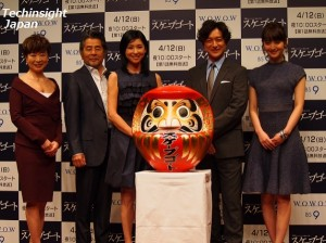 「連続ドラマW スケープゴート」より、左から幸田真音氏、古谷一行、黒木瞳、石丸幹二、佐々木希。