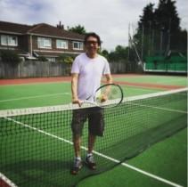 【エンタがビタミン♪】布袋寅泰が爽やかなテニス姿に。ロンドンのコートで愛娘とプレーを楽しむ。
