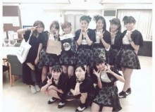 【エンタがビタミン♪】高橋愛、後輩・アンジュルムと集合写真。若手メンバーと一緒でも「完全に馴染んでる」!