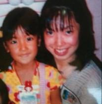 【エンタがビタミン♪】板野友美、子ども時代の日焼けした姿に反響。「黒くてもかわいすぎるよ~」
