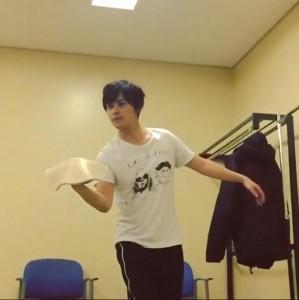 佐野役の勝地涼がピザを作る練習(画像は『大島優子 Instagram』より)