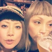 【エンタがビタミン♪】大貫亜美が吉村由美とのツーショットを披露。PUFFYデビュー19周年を祝う。