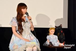 フランス人形マリアと同じ衣装の中川翔子