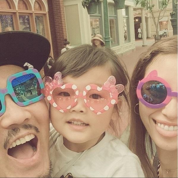 【エンタがビタミン♪】フジモン・ユッキーナ夫妻がプロポーズ記念日にTDLへ。幸せ溢れる家族ショットに反響。