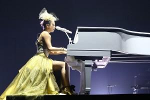ツアーでピアノ演奏を初披露した倖田來未