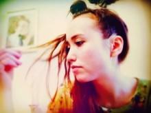 """【エンタがビタミン♪】豊田エリー、自宅での""""リラックスヘア""""を披露。夫・柳楽優弥は「関羽?」とツッコミ。"""