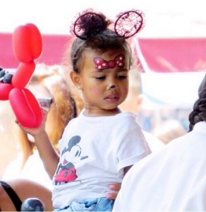 【イタすぎるセレブ達】キム&カニエの娘が2歳に。お祝いはディズニーランドで!